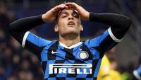 Lautaro Martínez es desespera després de fallar una ocasió en el partit d'aquesta temporada contra el Barça a Milà