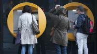 El president del banc central francès planteja injectar diners directament si es posa en risc l'estabilitat de preus