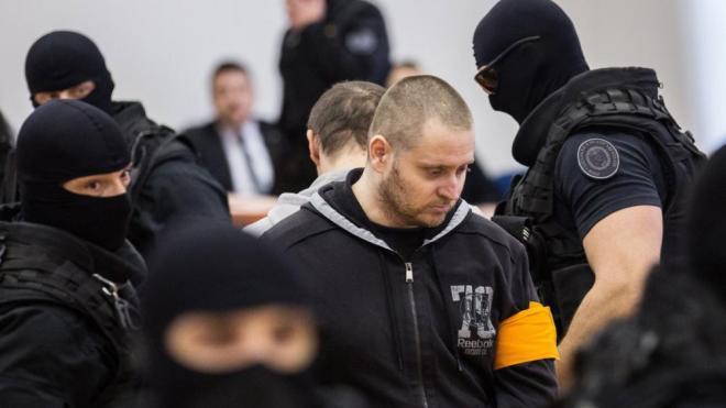L'assassí de Kuciak i la seva companya, durant l'obertura del judici