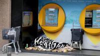 Un sensesostre dormint al carrer