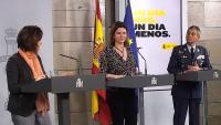 La cap de l'àerea del Centre de Coordinació d'Emergències del govern espanyol, María José Sierra, la ministra de Transports, María josé Rallo del Olmo, i el cap de l'estat major de Defensa, el general Miguel Villarroya