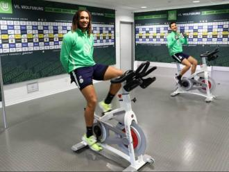Jugadors del Wolfsburg, un dels primers clubs a recuperar l'activitat, exercitant-se