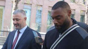 Gérard Armand sortint de la Ciutat de la Justícia amb el seu advocat, el passat 8 de novembre