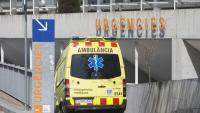 Entrada d'una ambulancia a l'Hospital del Mar
