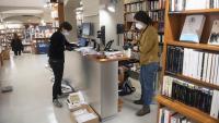 Imatge de la llibreria Laie de Barcelona abans de Sant Jordi