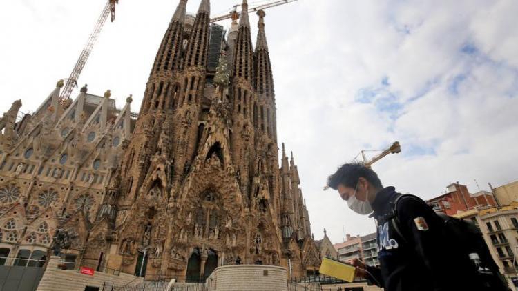 Estampa insòlita de la Sagrada Família sense cues de turistes.