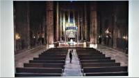 Una missa de Setmana Santa a la catedral de Girona, oficiada pel bisbe  i sense fidels,  però retransmesa per YouTube