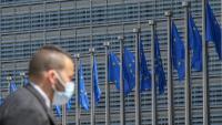Un home passa per davant de la Comissió Europea Un home passa per davant de la Comissió Europea
