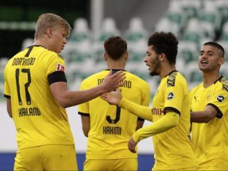 Haaland –que jugarà per primera vegada un clàssic contra el Bayern– felicita Sancho