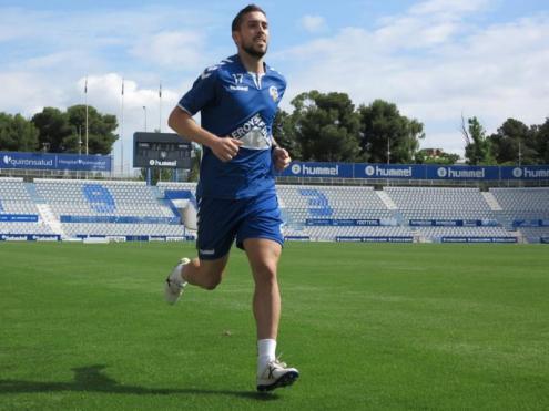 El Sabadell (esquerra) i el Barça B (dreta) van fer ahir el primer entrenament amb exercicis individualitzats