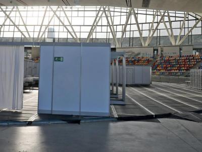La pista coberta de Sabadell ara convertida en un hospital de campanya