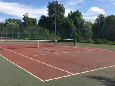 La federació adverteix que encara no es permeten els partits de dobles