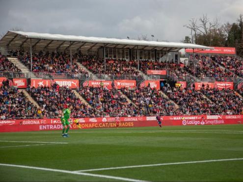 Una imatge de la zona de preferent de l'estadi de Montilivi durant el partit entre el Girona i l'Osca