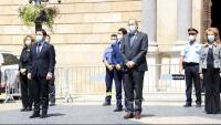 Pere Aragonès i Quim Torra, amb la resta del govern, en el minut de silenci a les 12h a la plaça Sant Jaume de Barcelona Pere Aragonès i Quim Torra, amb la resta del govern, en el minut de silenci a les 12h a la plaça Sant Jaume de Barcelona