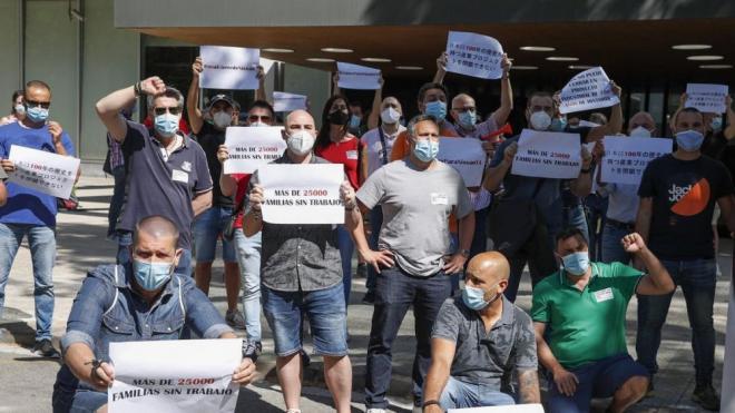 Els treballadors de Nissan durant la doble acció de protesta que van dur a terme ahir