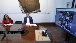 L'alcaldessa de Barcelona, Ada Colau, i el primer tinent d'alcaldia, Jaume Collboni, segueixen una videoconferència