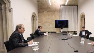 El president de la Generalitat, Quim torra; el vicepresident, Pere Aragonès; la consellera Àngels Chacón, i el conseller de Treball, Chakir el Homrani, en una cimera ahir a Palau