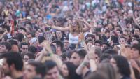 El públic del Canet Rock, en l'edició del 2017. El festival maresmenc, que havia de celebrar-se inicialment el 4 de juliol, és dels que manté encara l'esperança i ha fixat una nova data per al 2020 mateix: el dissabte 3 d'octubre al Pla d'en Sala de Canet de Mar (Maresme). Canet Rock, que ha de rebre bandes com ara Manel, Els Amics de les Arts, Oques Grasses i Doctor Prats, va exhaurir les 25.000 entrades de la seva setena edició el mes de febrer passat