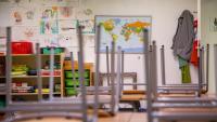 Una aula buida de l'escola El Bosc de la Pabordia de Girona