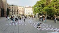 Òmnium va omplir de cartells reivindicatius la plaça de la catedral