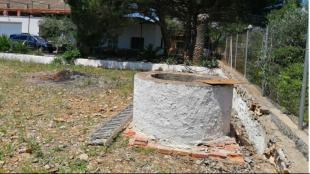 El pou on va caure un jove a Alcanar