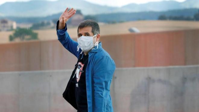 Jordi Sànchez a la sortida de la presó per fer voluntariat