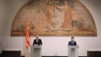El president Torra i el vicepresident Aragonès  durant la compareixença d'ahir al matí a la Generalitat