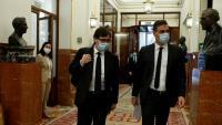El ministre de Sanitat, Salvador Illa (esquerra), i el president del govern espanyol, Pedro Sánchez, arriben al Congrés per a una sessió de control al govern