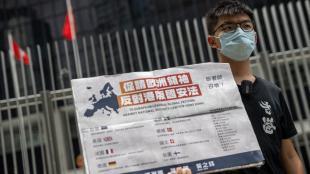 L'activista prodemocràcia i secretari general de Demosisto, Joshua Wong, ahir, davant el legislatiu de Hong Kong