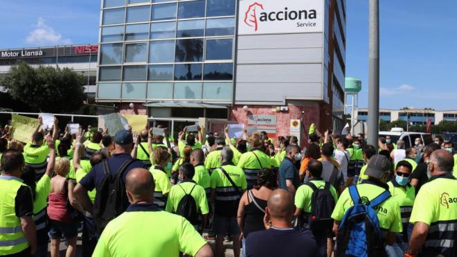 Els treballadors durant la protesta