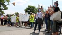 Pla general de manifestants tallant la Gran Via de Sabadell en la protesta del moviment Sanitàries en lluita d'aquest dimecres