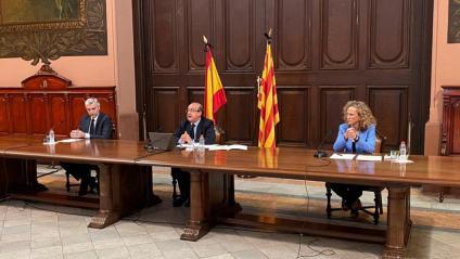 El president del TSJC, amb el president de l'Audiència i la degana dels jutjats de Barcelona, en la compareixença presencial i telemàtica d'ahir