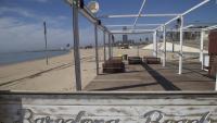 La falta de turisme deixa imatges insòlites a les platges del país