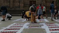 Participants en la protesta que va organitzar dissabte Òmnium davant de la catedral de Barcelona