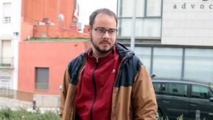 El raper Pablo Hasél a l'exterior dels jutjats de Lleida el gener passat