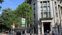 Cues per demanar un aval de crèdit de l'ICO, en una oficina de Bilbao, a finals del mes de maig