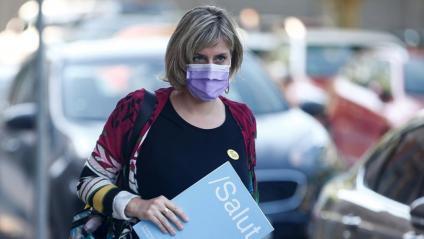 La consellera de Salut, Alba Vergés, arribant al Parlament