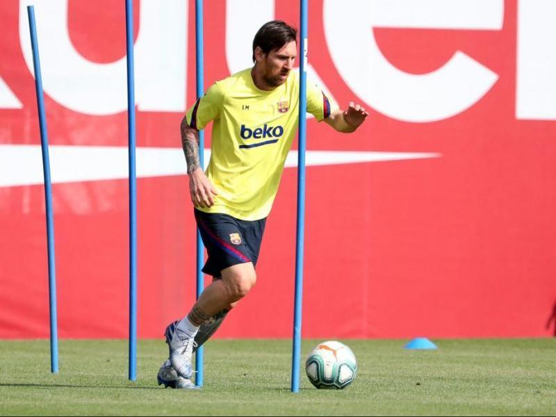 Messi ha fet treball de prevenció en el gimnàs i continua al marge del grup.