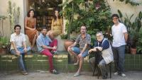 D'esquerra a dreta: Jordi Nopca, Clara Queraltó, Roc Casagran, Carlota Gurt, Adrià Pujol (que no participa en el recull de narracions), Sergi Pàmies i Melcior Comes, són sis dels onze autors dels relats de 'Nits d'estiu'