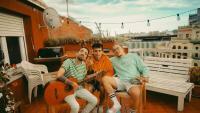 Els tres membres del grup Stay Homas