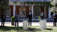 El president del govern espanyol i els diferents representants signen el pacte