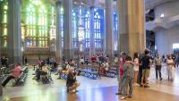 Personal sanitari, farmacèutics i fisioterapeutes van poder visitar la basílica de la Sagrada Família ahir i hi tornaran avui