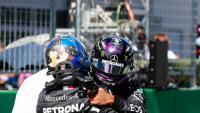 Bottas rep la felicitació de Hamilton