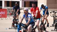 Participants a la masterclass de spinning en el marc de l'activitat '123 a Remontar Barcelona' a l'esplanada del Palau Sant Jordi