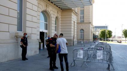 Control dels Mossos d'Esquadra a l'estació del TAV de Lleida