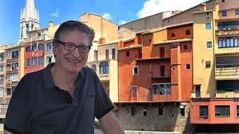 Enric Calpena, fotografiat a Girona, ara fa uns dies, poc  abans de l'entrevista amb El  Punt Avui