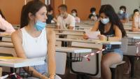 Estudiants abans de començar el primer examen de selectivitat al Campus Catalunya de la URV