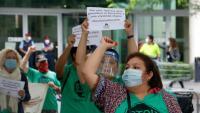 Activistes de la PAH, en una acció de protesta a mitjan mes de juny
