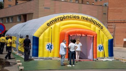 Activitat a l'hospital de campanya davant l'Arnau de Vilanova