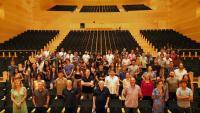 La Simfònica de Cobla i Corda, amb les veus convidades i representants de Metalquimia i Música Global
